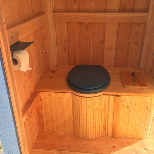 Agencement avec toilettes sèches